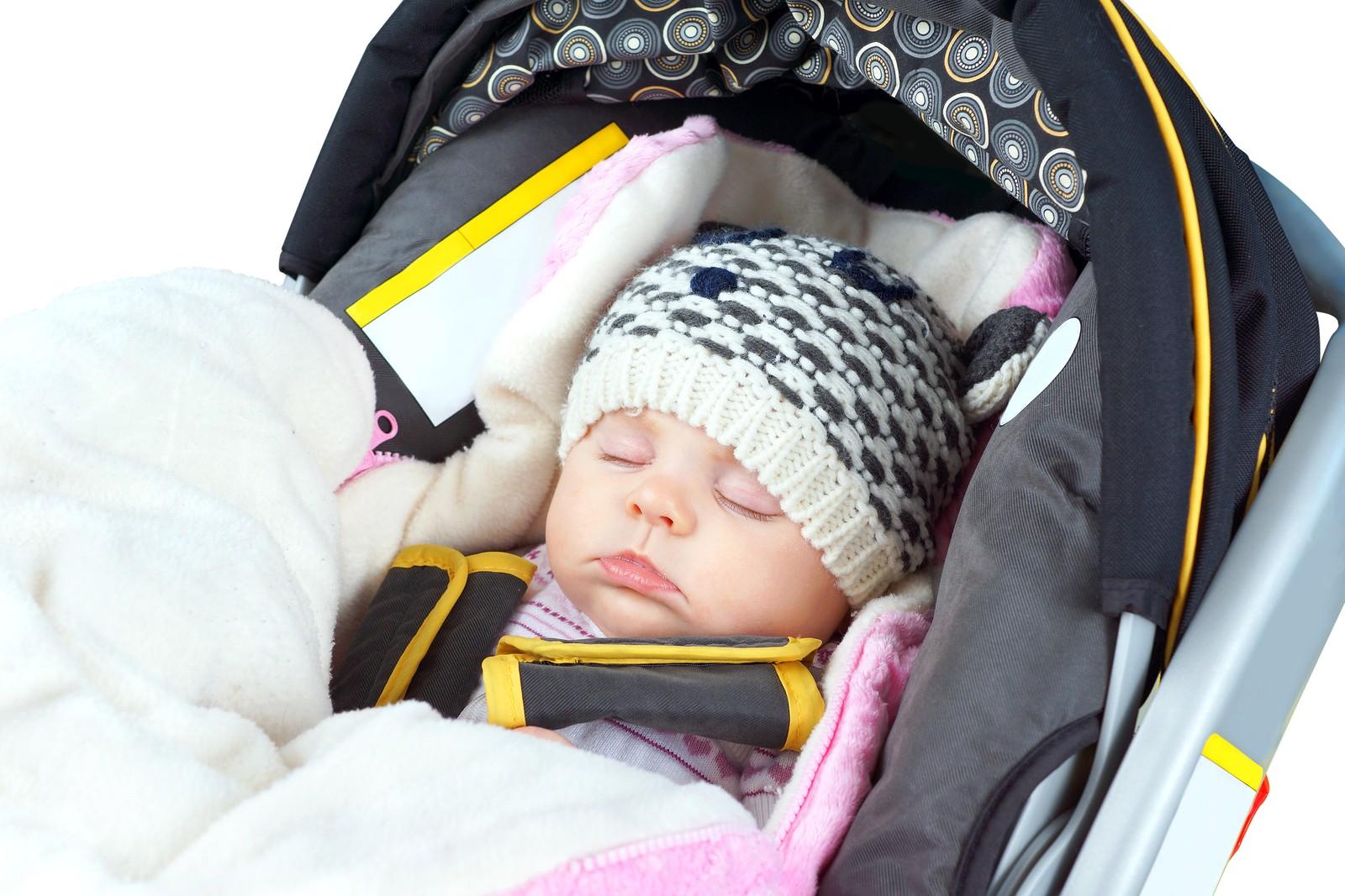 Как сделать чтобы ребенок спал в коляске на улице