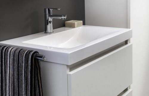 Desco lanceert lijn badkamermeubels op maat van kleine ruimtes for Badkamermeubel desco