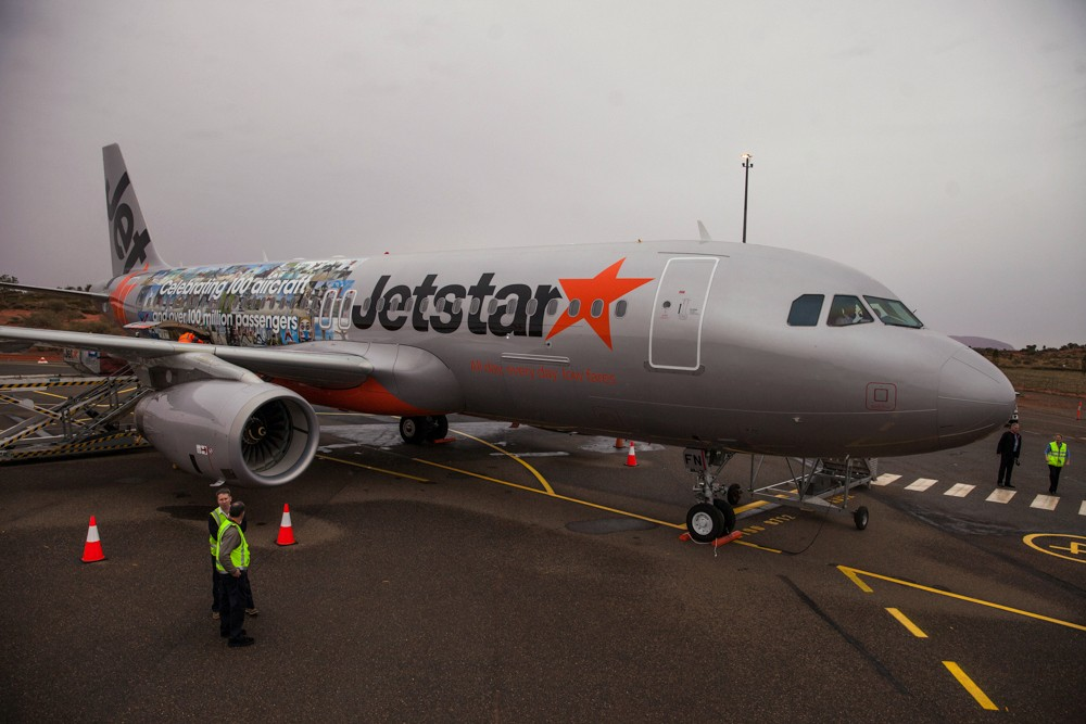 Jetstar A320 at Uluru (Ayers Rock Airport)