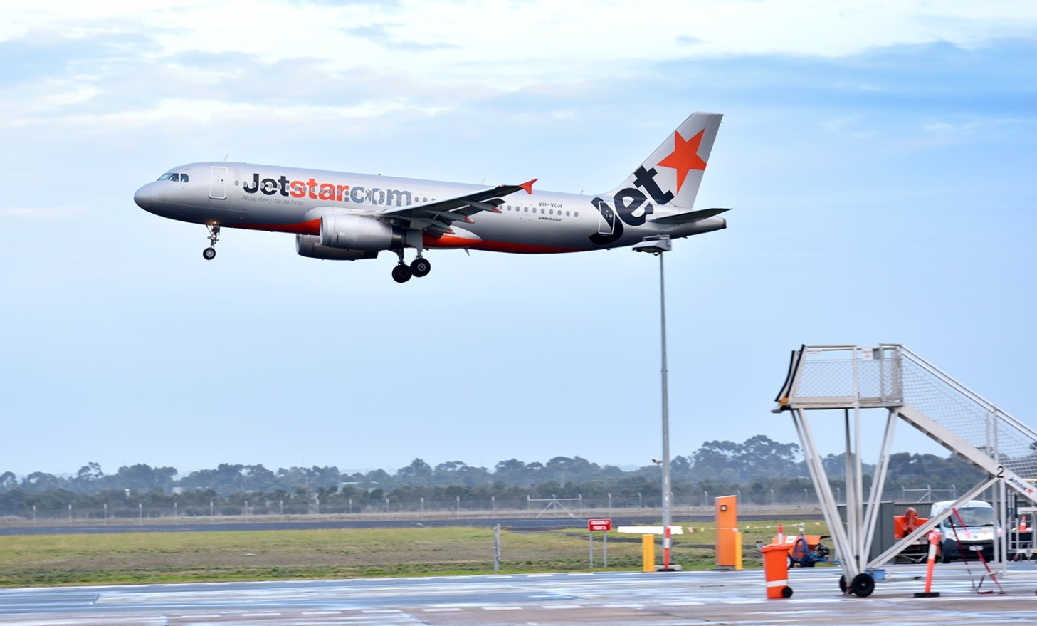 Jetstar A320 departing Avalon Airport 2