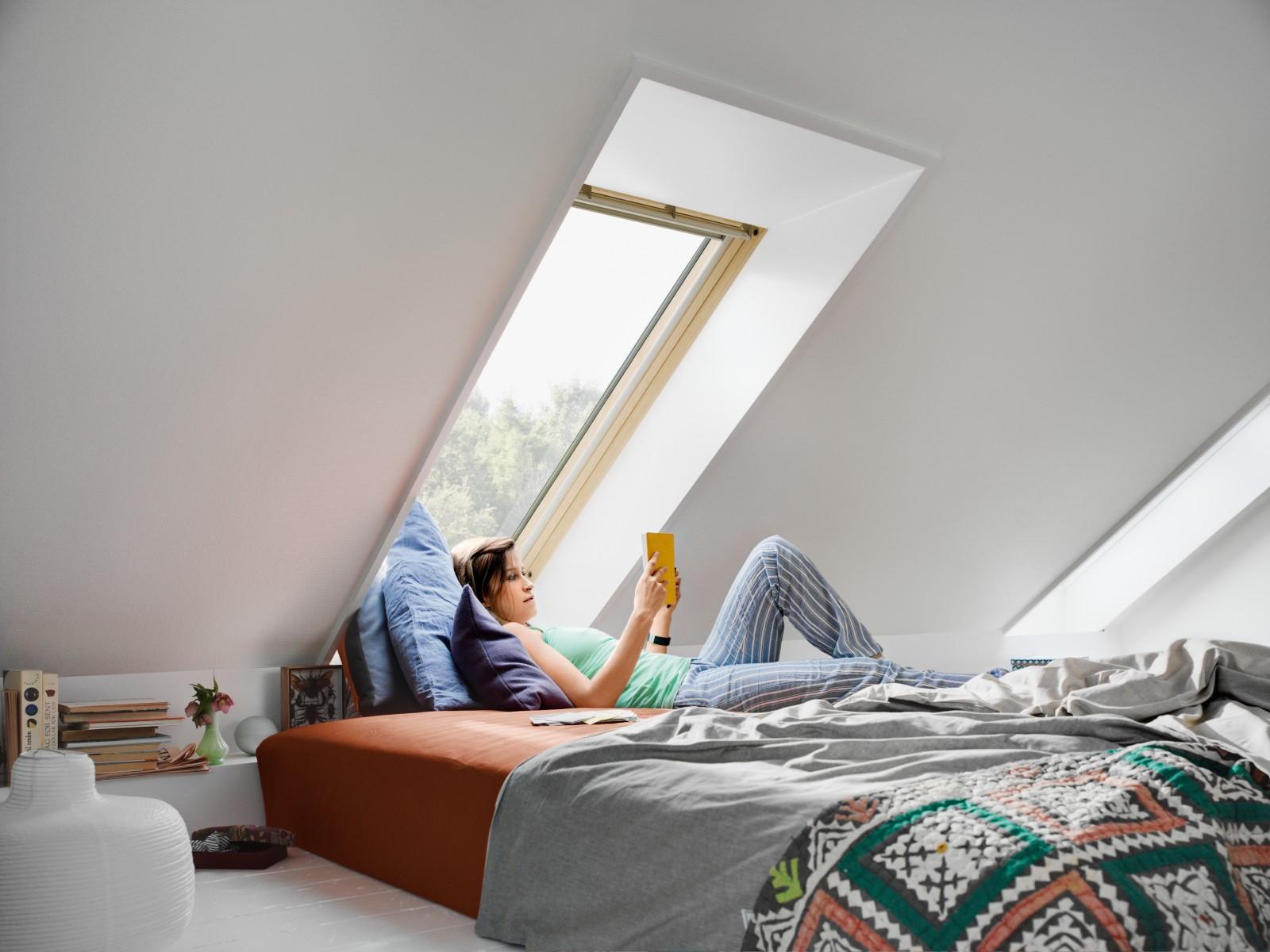 remplacer ses anciennes fen tres velux gagner en confort et faire des conomies d 39 nergie. Black Bedroom Furniture Sets. Home Design Ideas
