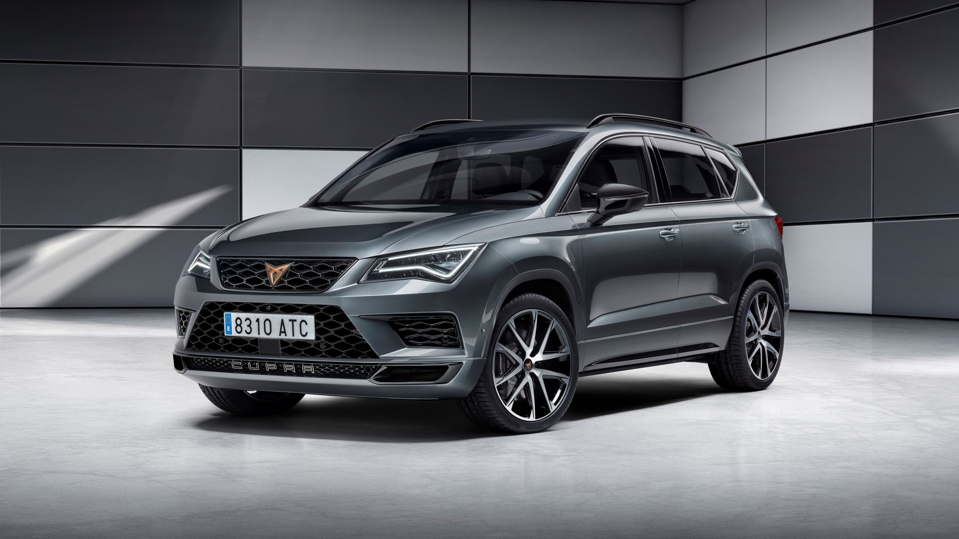 cupra debuteert met cupra ateca en tcr racer. Black Bedroom Furniture Sets. Home Design Ideas