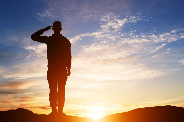 Soldier+salute.+Silhouette+on+sunset+sky.+War%2C+army%2C+military%2C+guard+concept.