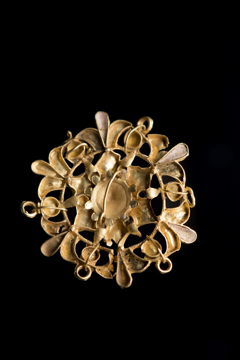 Gold pendant applique
