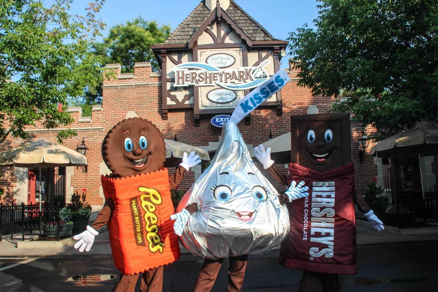 Season Pass Holders get exclusive meet-and-greets with the Hershey's Characters.