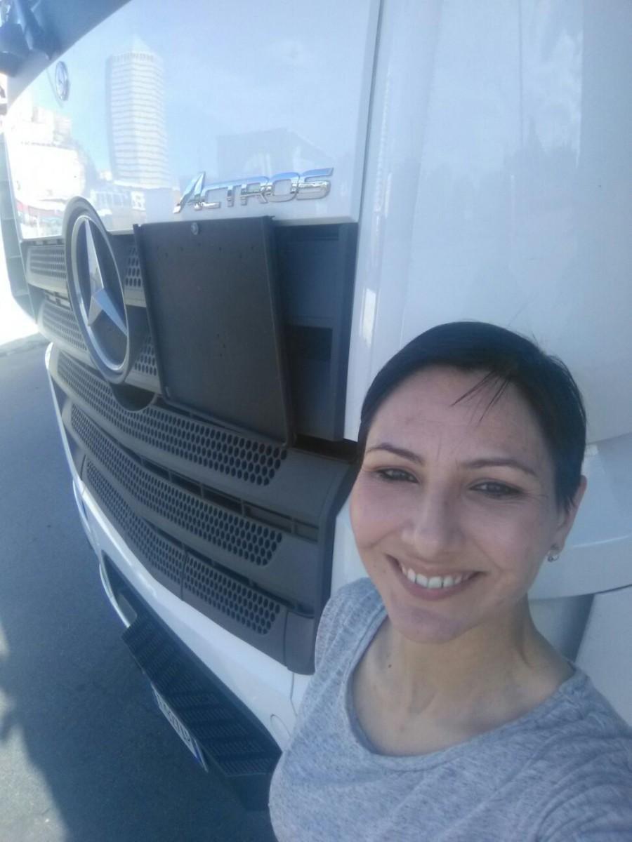 Elisa_Congiu_Camionista_Mercedes_Benz
