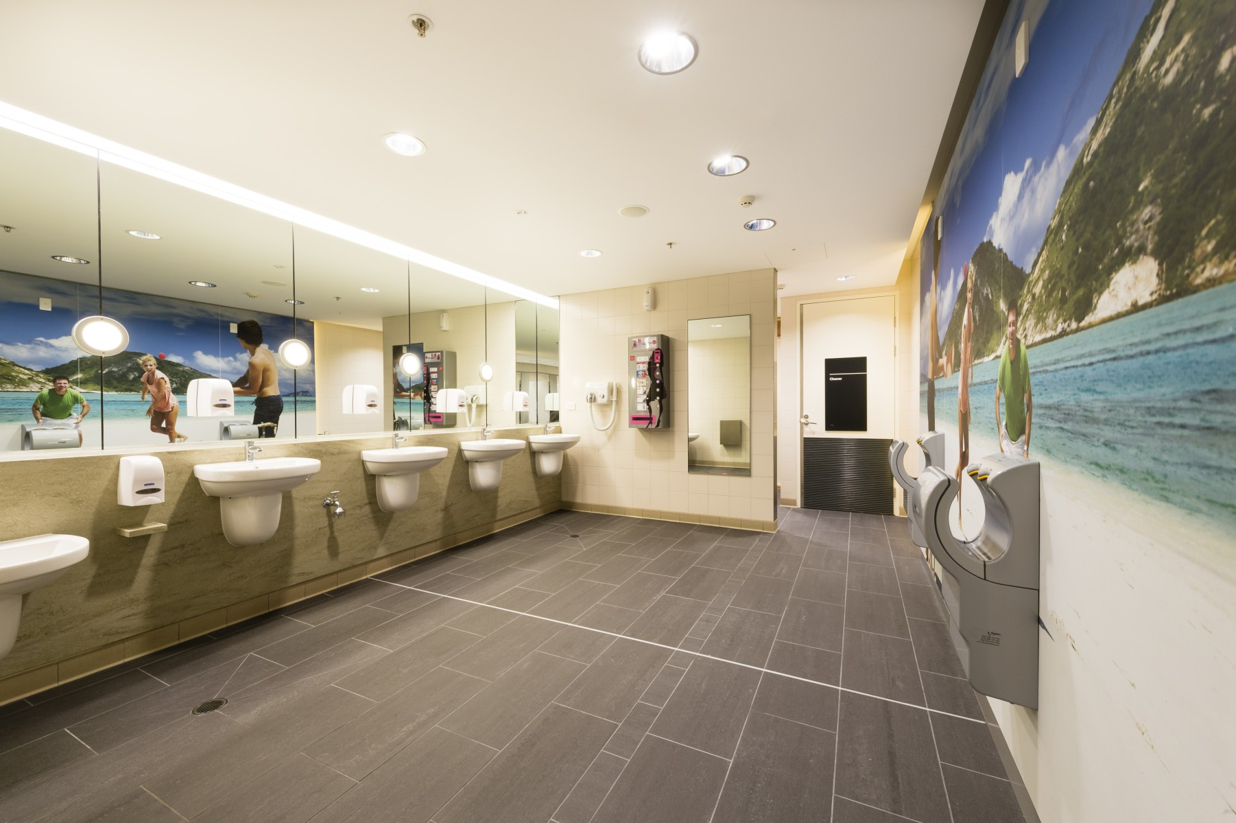 Brisbane international terminal bathrooms named australia for Best bathrooms in australia