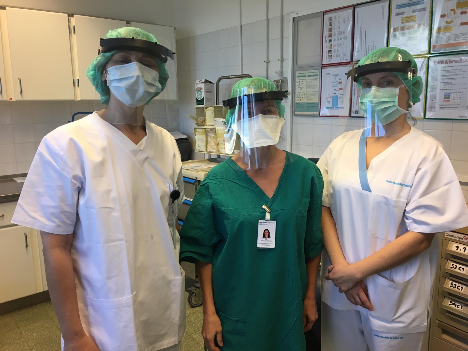 Visteon employees at Palmela wearing the new protective face shields