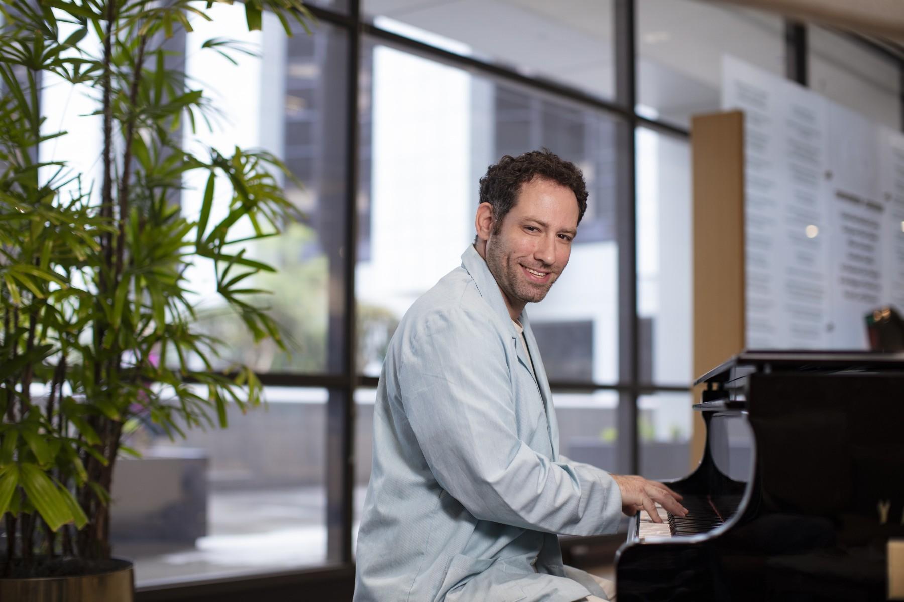 Cedars-Sinai Volunteers Turn Music Into Medicine