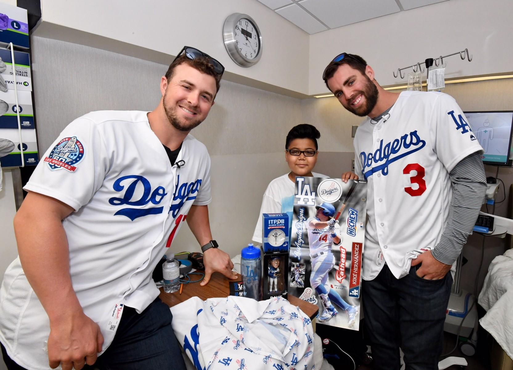 big sale 8df92 6e1a2 FoxSports: Dodgers Kyle Farmer, Chris Taylor Visit Pediatric ...