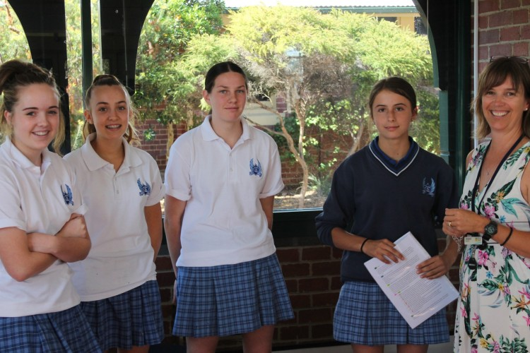 Bass+Coast+Shire+Council%26rsquo%3Bs+Jacqui+Baillie+worked+with+Korumburra+Secondary+College+Year+8+students+on+the+Broadening+Horizons+Project.