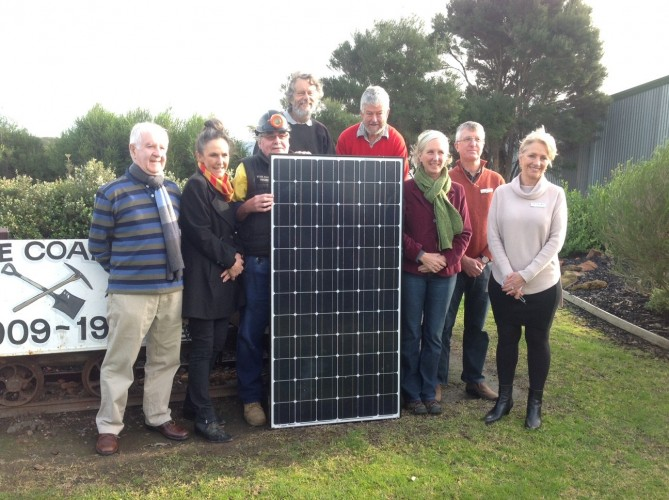 Bruce+Hydon+%28Energy+Innovation+Co-op%29%2C+Delyse+Grahame+%28Bass+Coast+Community+Foundation%29%2C+Steve+Harrop+%28Friends+of+State+Coal+Mine+President%29%2C+Peter+Wonfor%2C+John+Coulter+and+Moragh+Mackay+%28Energy+Innovation+Co-op+Chair%29%2C+David+Wall+%28Bass+Coast+Community+Foundation%29+and+Cr+Pamela+Rothfield+%28Bass+Coast+Mayor%29.