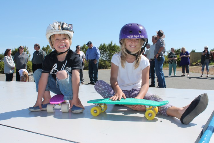 Jaicee+and+Tahlia+Mumby+from+Pioneer+Bay+had+a+ball+riding+their+skateboards+on+the+new+mobile+skate+park.