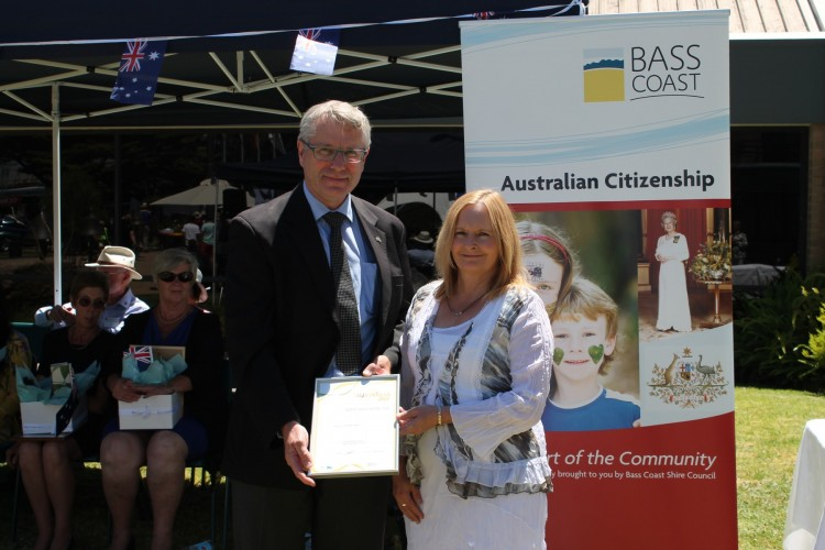 Cowes+Australia+Day+Ambassador+and+Chairman+of+Yooralla%2C+Dr+Peter+Langkamp%2C+presents+Corinella+resident%2C+Barbara+Oates+with+her+2014+Bass+Coast+Citizen+of+the+Year+award.+Nominations+for+the+2015+Australia+Day+Awards+are+now+open.