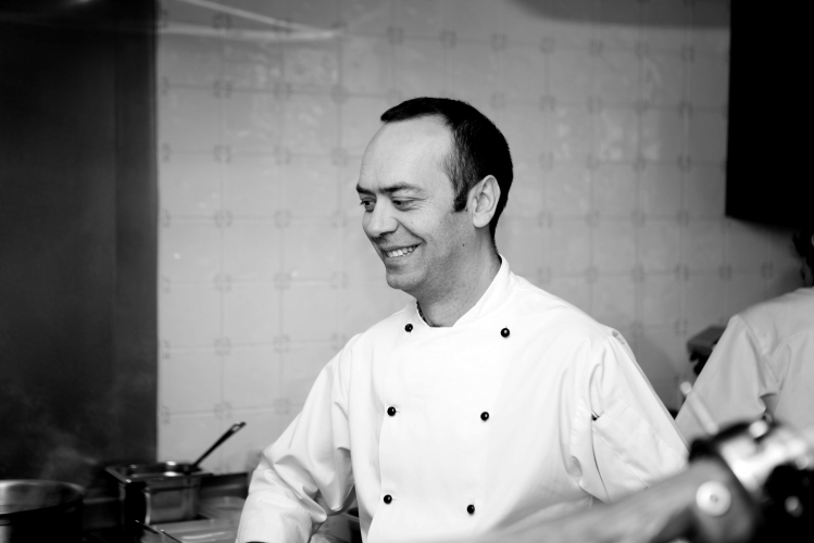 Jose Pizarro in the kitchen