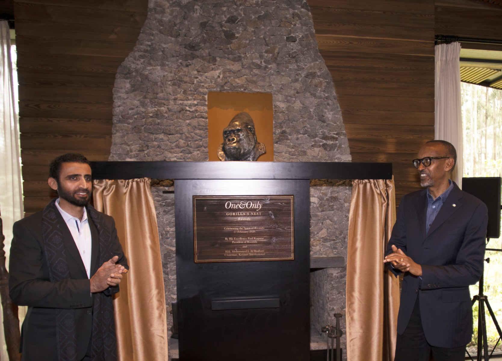 HE Paul Kagame and HE Al Shaibani unveil the plaque at One&Only Gorilla's Nest