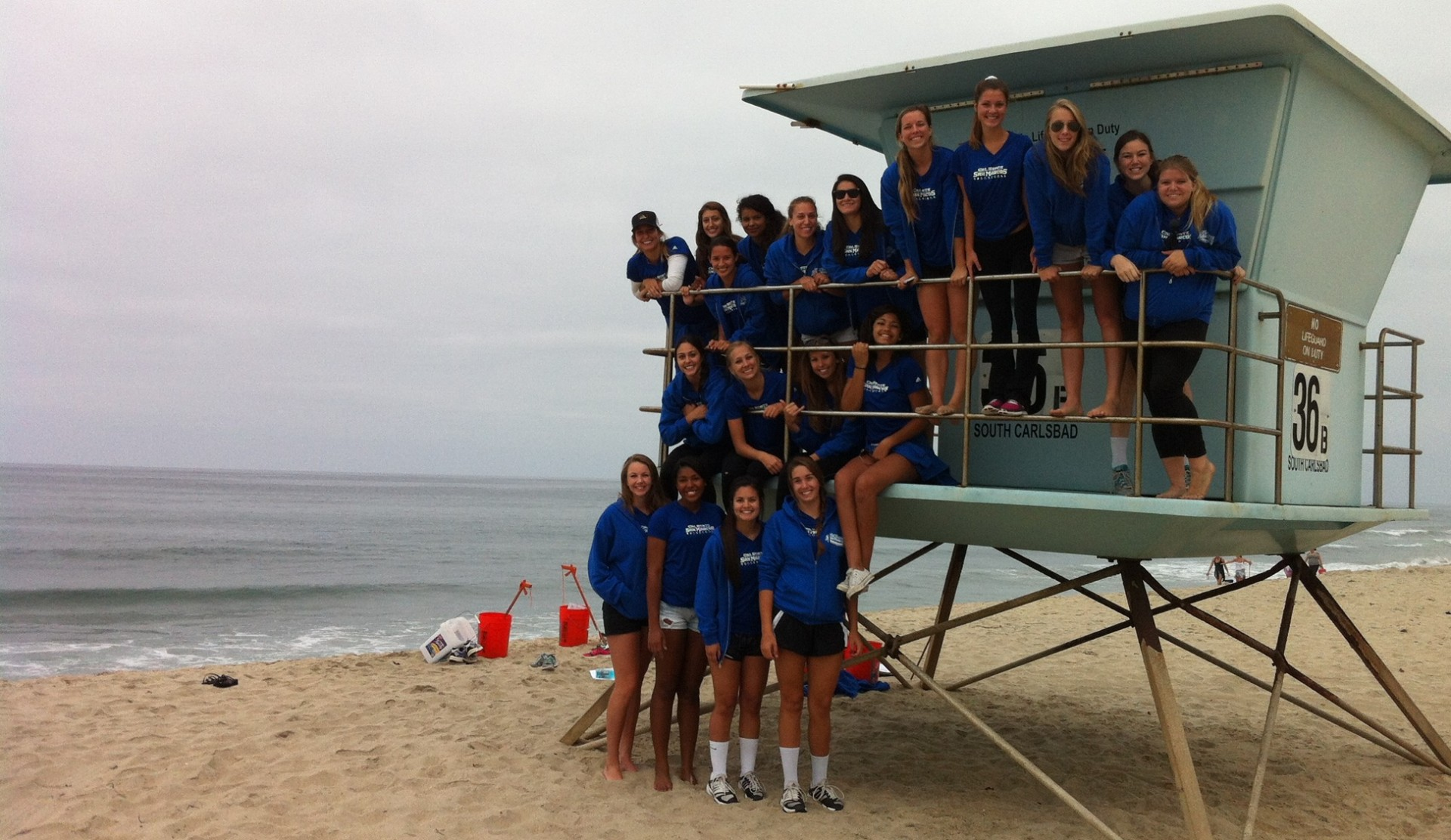 Women's Volleyball Team participates in Carlsbad beach clean up