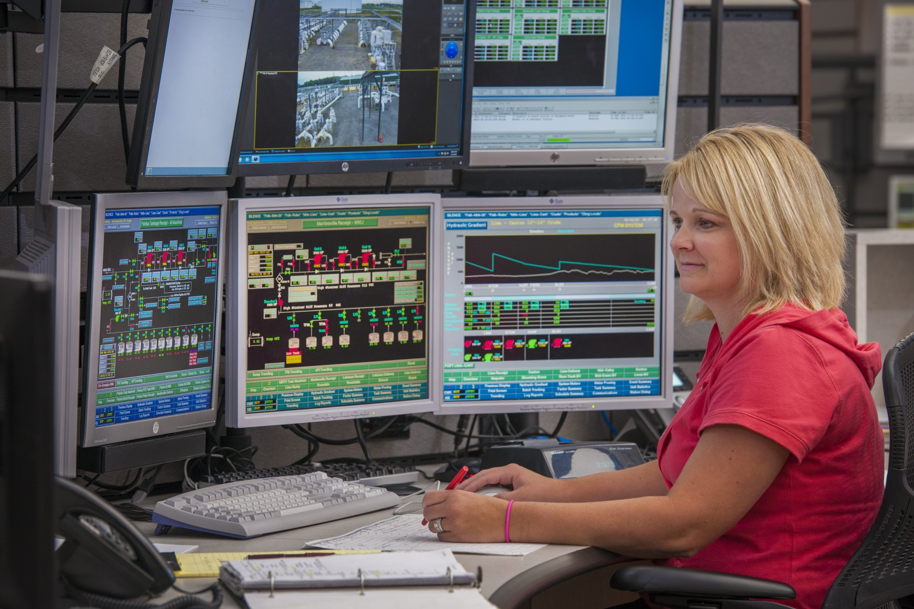 An analyst in MPL's operations center monitors a pipeline