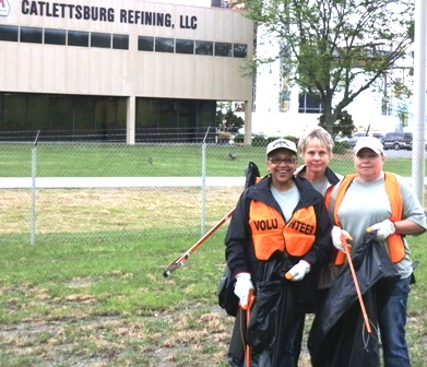 MPC employees help cleanup U.S. 23 in the Catlettsburg, Ky., area