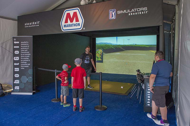 AboutGolf's golf simulator gives participants a chance to win prizes