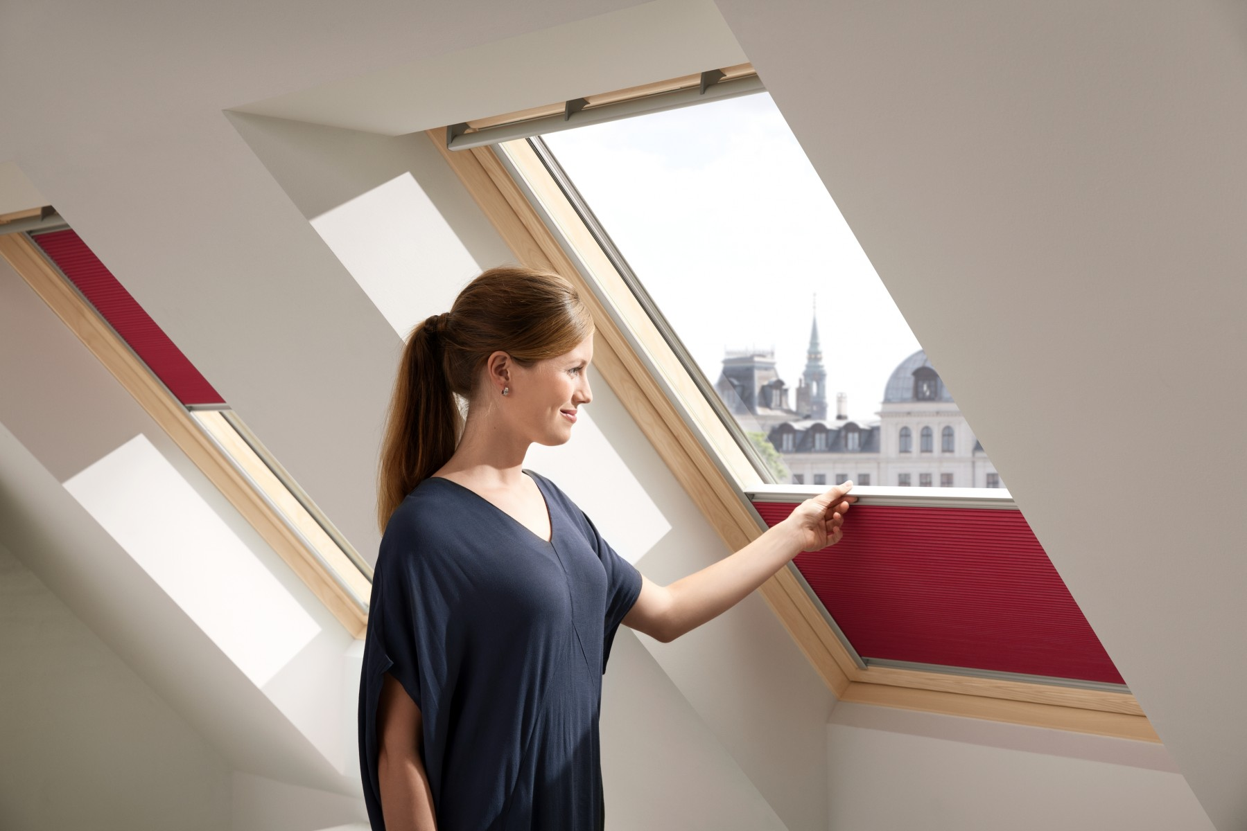 adopter le mode cocooning avec le nouveau store pliss occultant et isolant velux. Black Bedroom Furniture Sets. Home Design Ideas