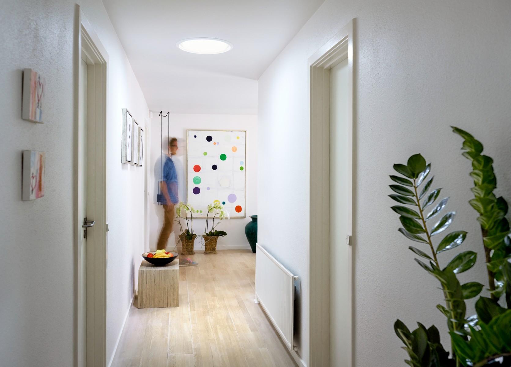 un clairage naturel cologique et surprenant dans les pi ces sombres. Black Bedroom Furniture Sets. Home Design Ideas