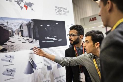 Studenci architektury podczas Śwatowego Dnia Architektury (IVA 2016)
