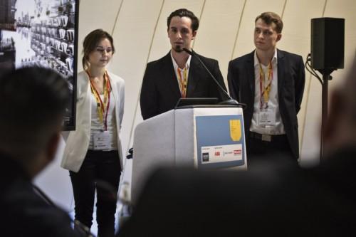 Studenci z Politechniki Poznańskiej prezentują swój projekt przed jury