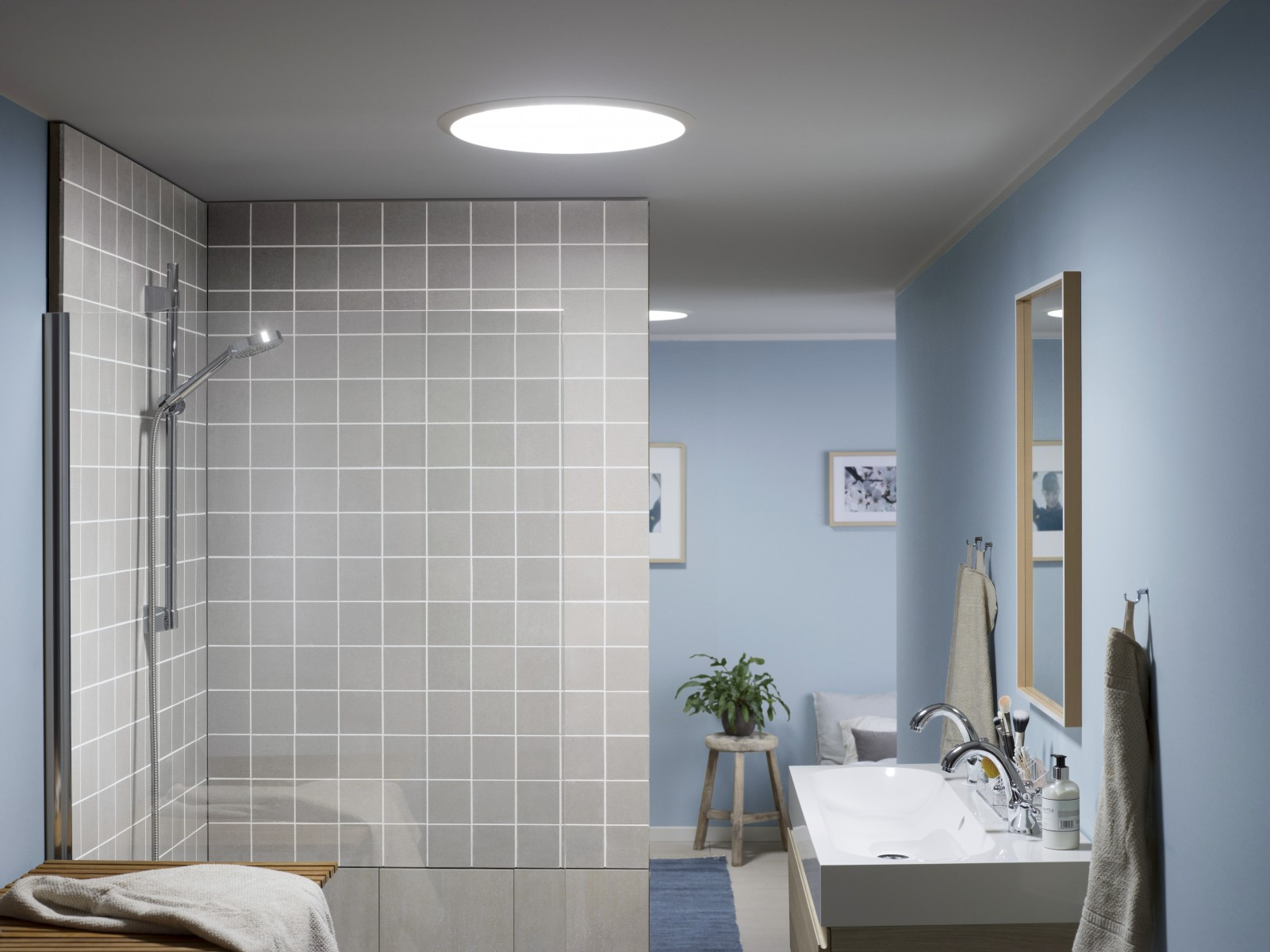 New velux sun tunnel brings daylight to the darkest space for Finestre a tetto velux prezzi