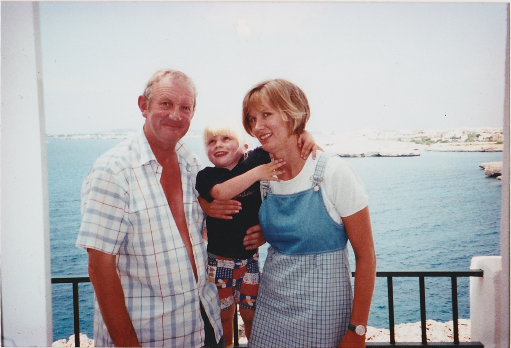 Bruce Teale who died from pancreatic cancer in 2004 with his daughter Rachel and granddaughter Sarah