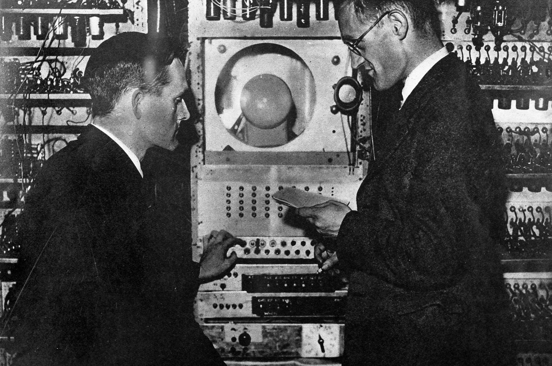 Freddie Williams and Tom Kilburn, the inventors of the Baby shown programming the Manchester Mk 1 computer
