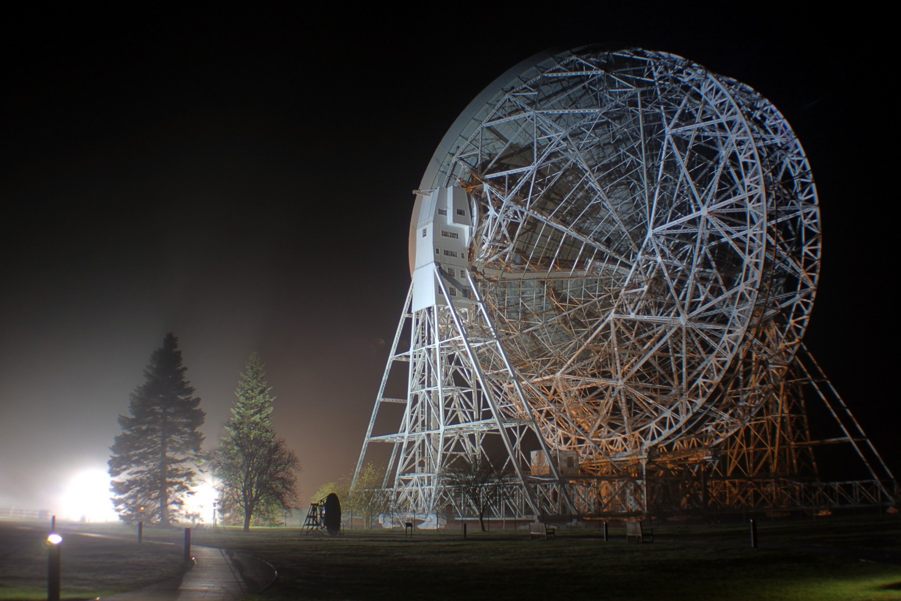 The giant Lovell Telescope at Jodrell Bank Observatory is a part of the Breakthrough Listen project, a huge ongoing SETI survey. (Photo: Eamonn Kerins).