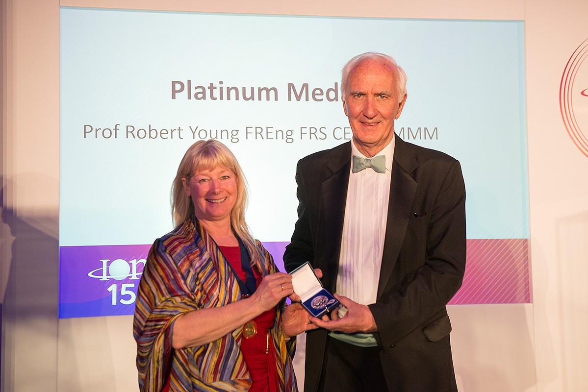 Professor Young receiving the Platinum Medal from Professor Serena Best, President of the IOM3. Credit: IOM3