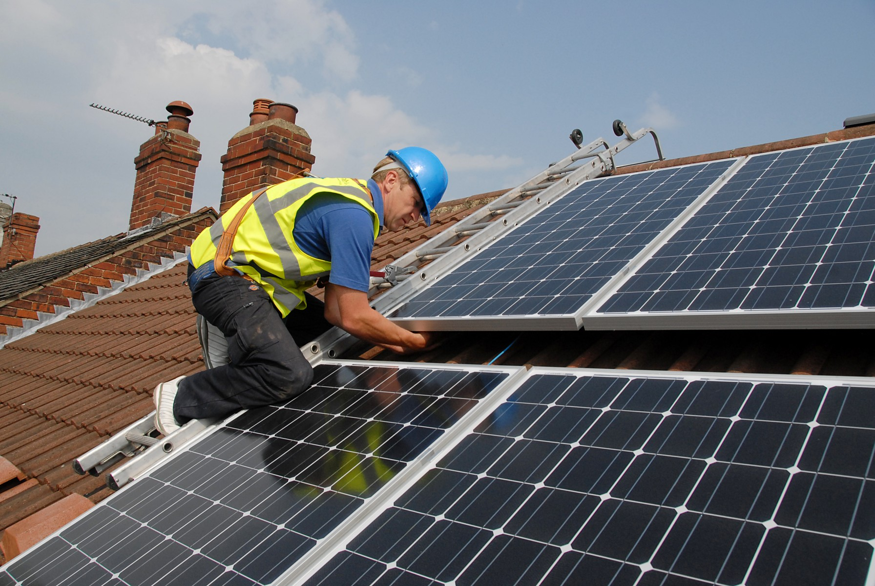 free solar panel project steps up a gear