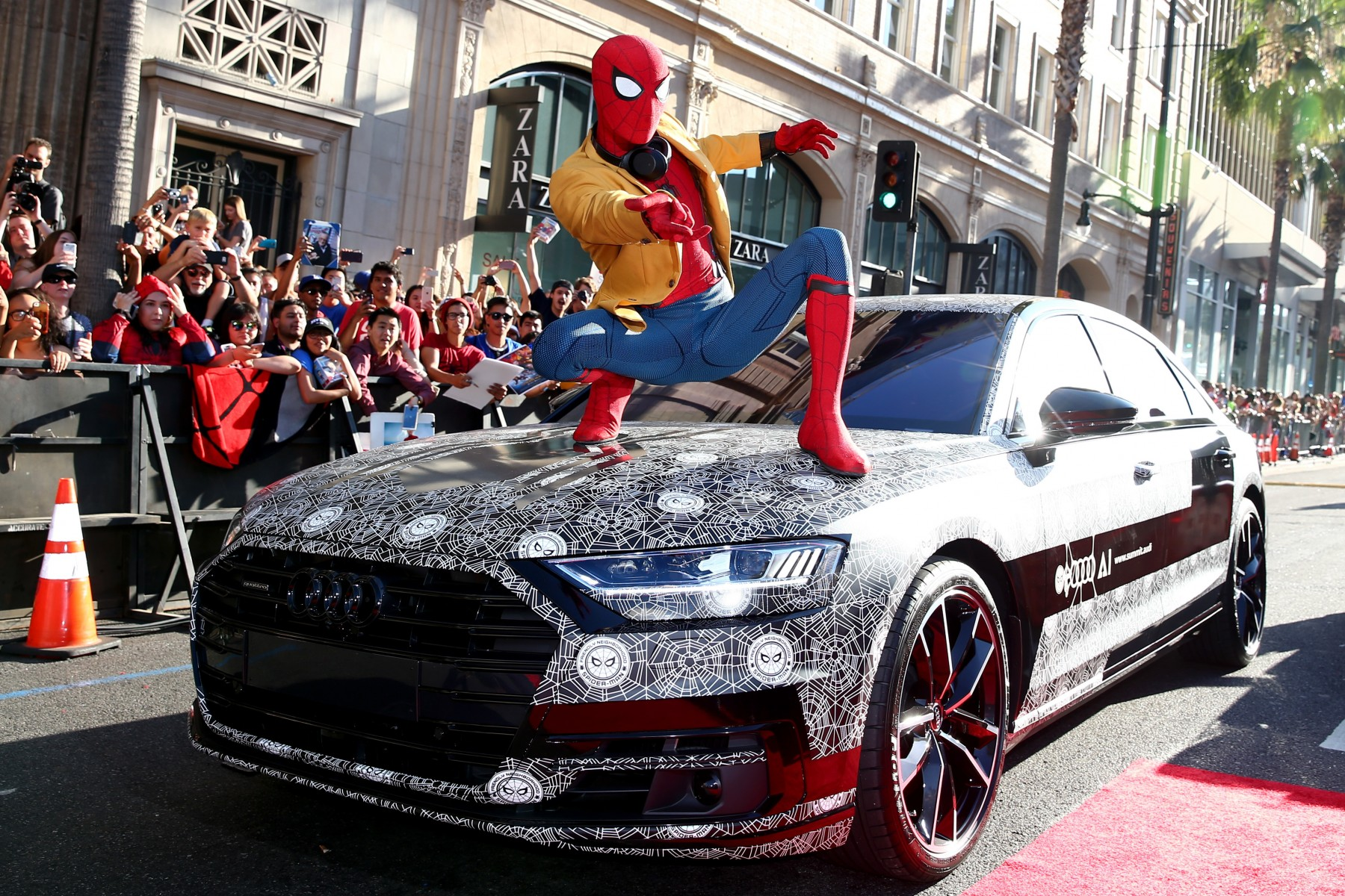 Audi A8 in Spider-Man-camouflage te zien bij Hollywood-première 'Spider-Man: Homecoming'