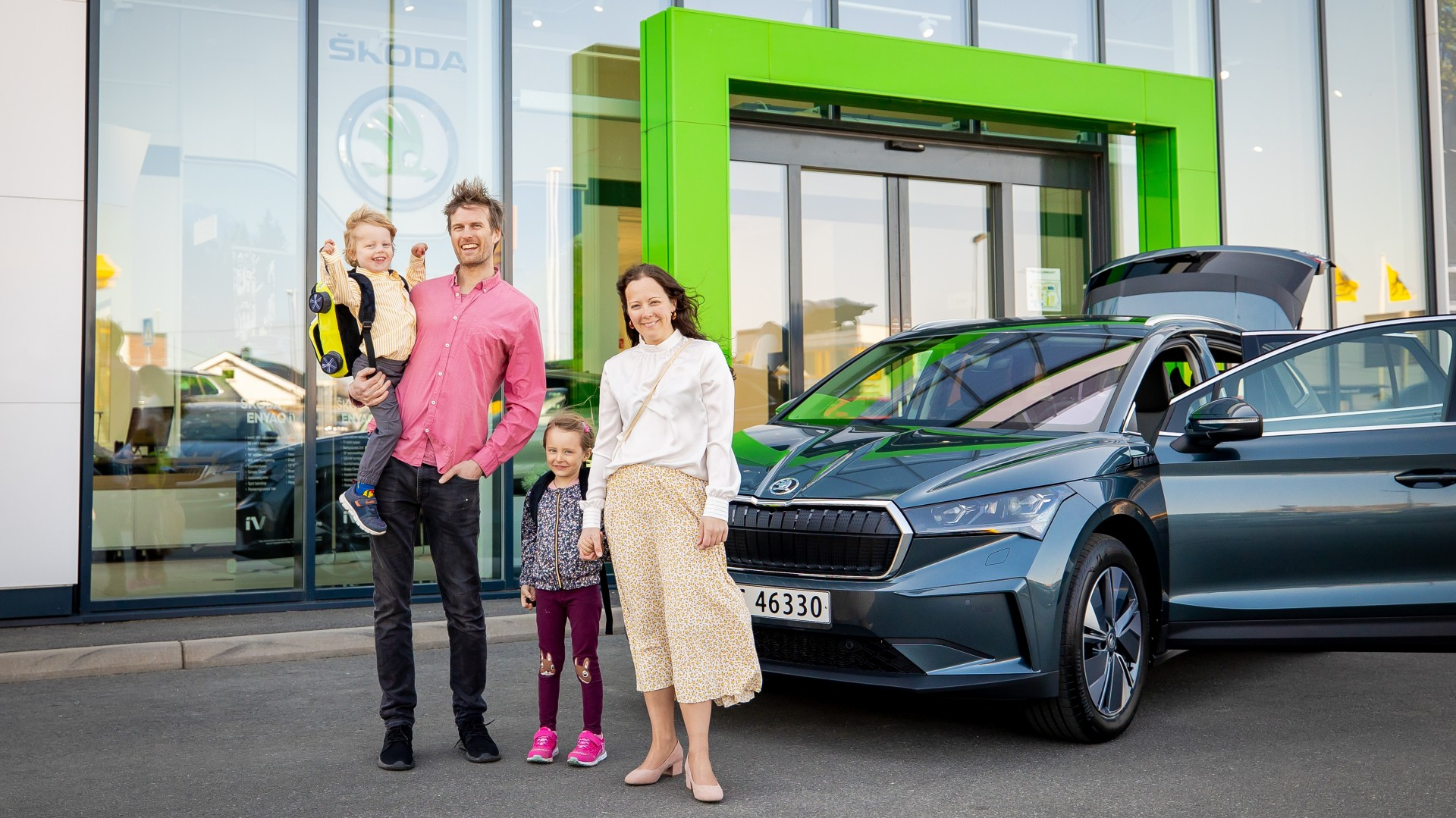210427-skoda-enyaq-first-customer-delivery-1