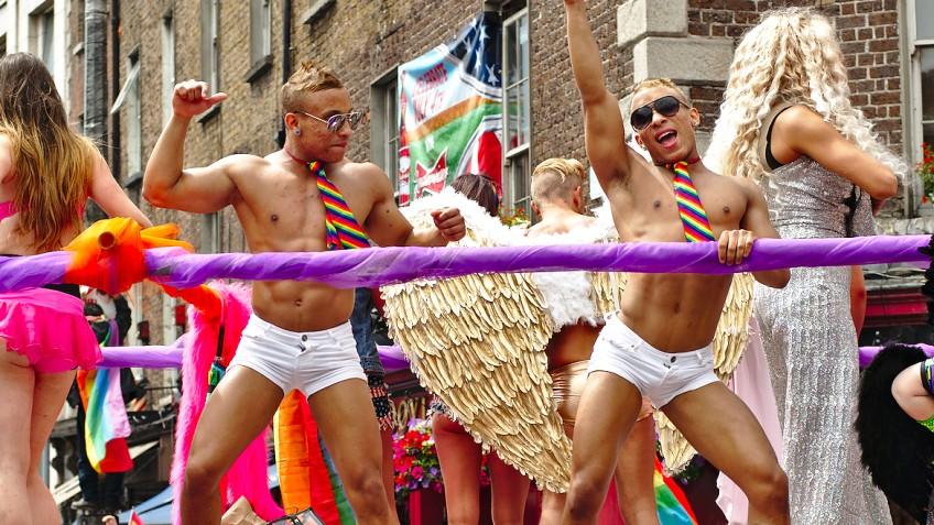 lesbische spuiten Fest