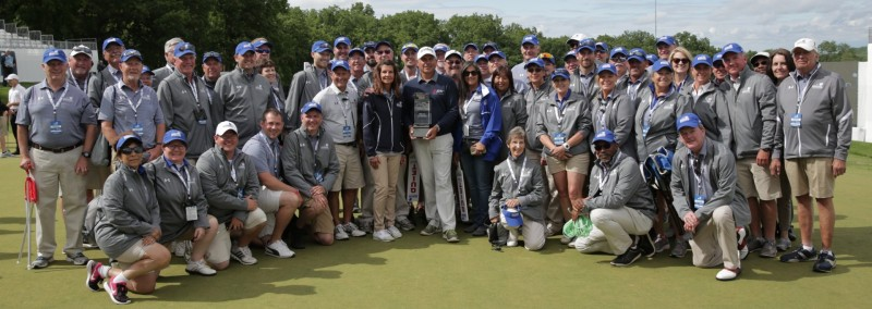 Volunteers with Fred Couples