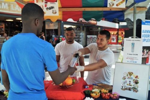 Studenten Ondernemer Retail promoten eigen producten in winkelcentrum Keizerswaard