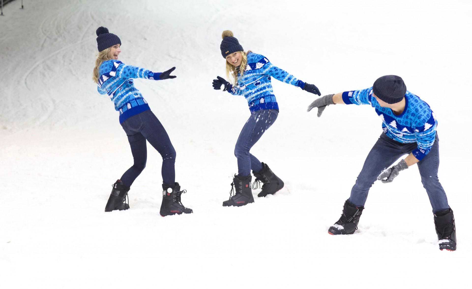 Kersttrui Utrecht.Klm Presents Exclusive Blue Christmas Jumper