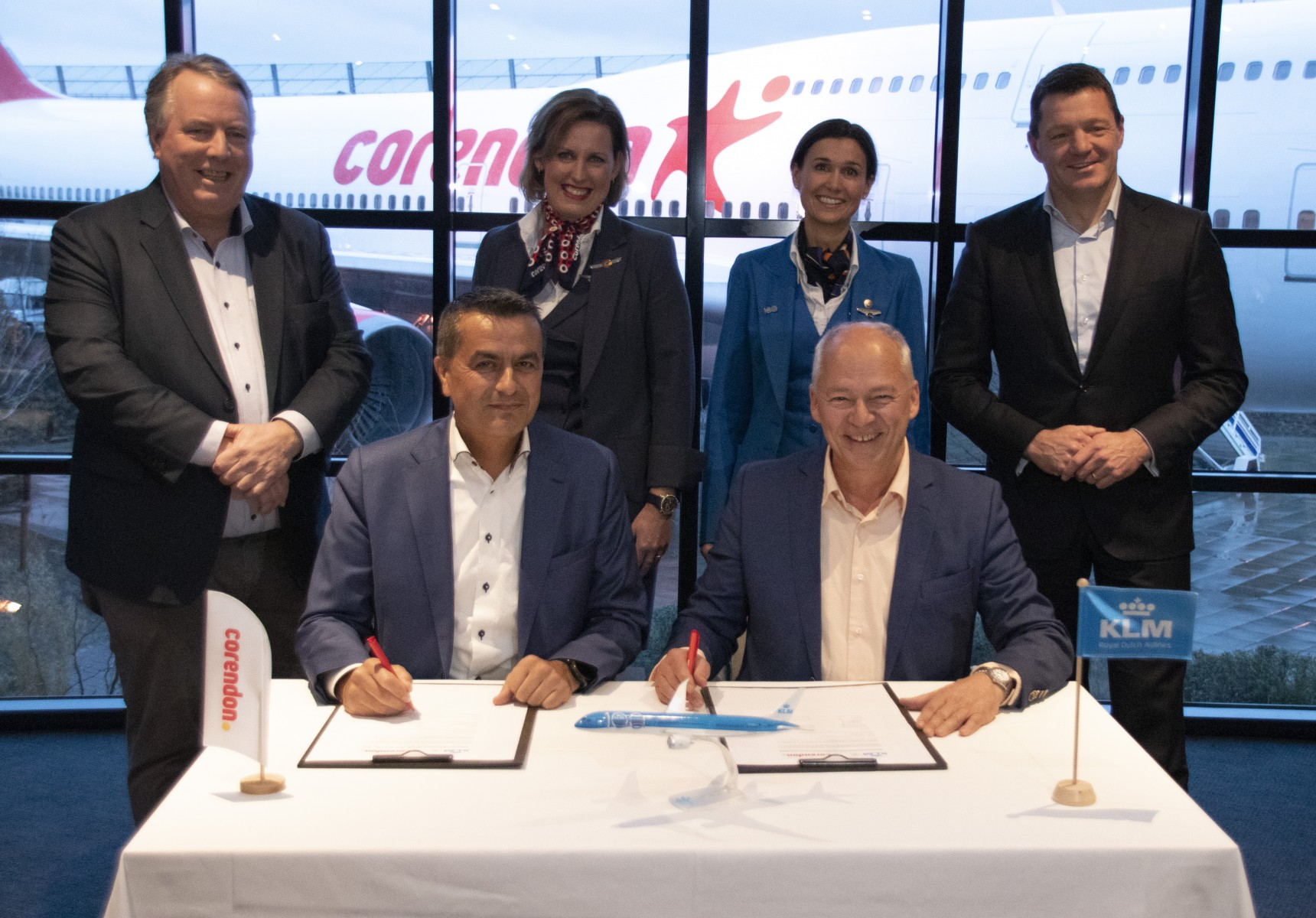 Ondertekening contract Curacao KLM Corendon
