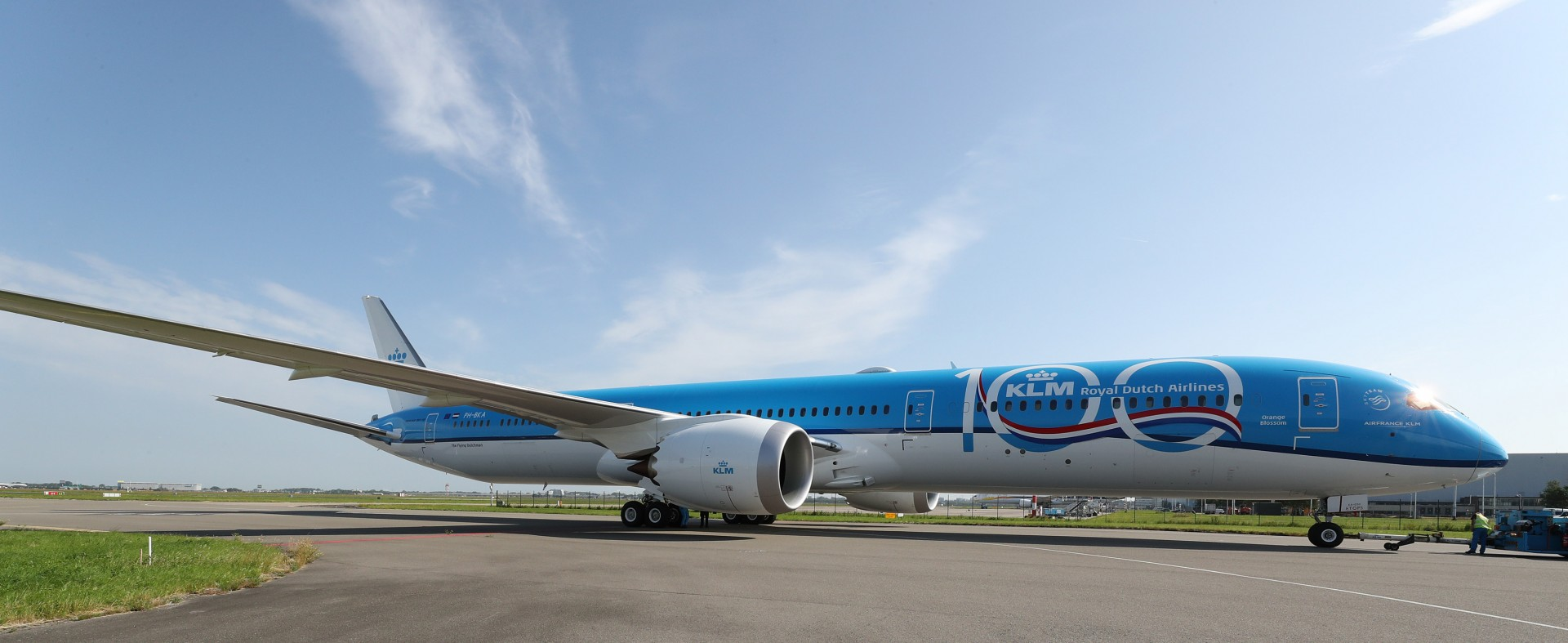 It's here: KLM's first Boeing 787-10 Dreamliner!