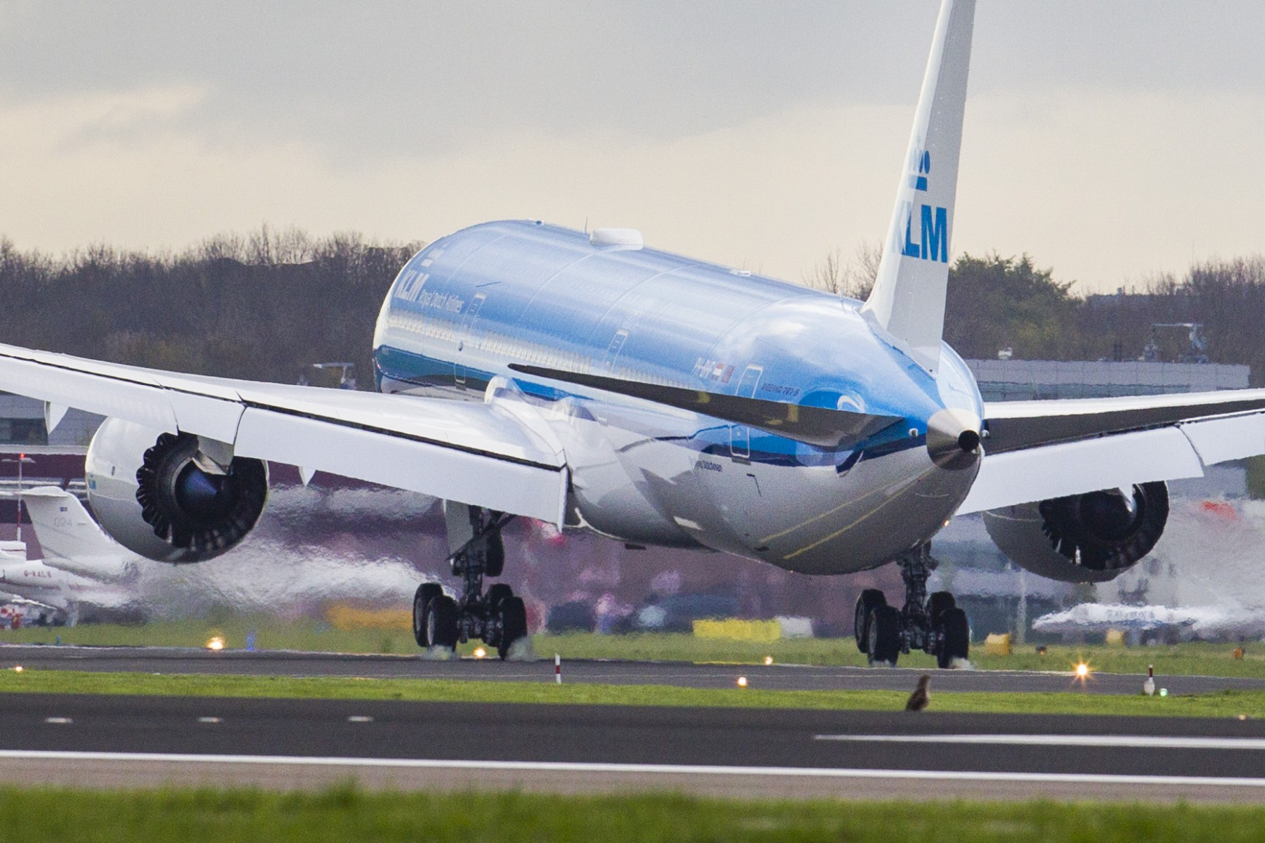 "KLM Welcomes Fifth Boeing 787 Dreamliner ""Hibiscus"""