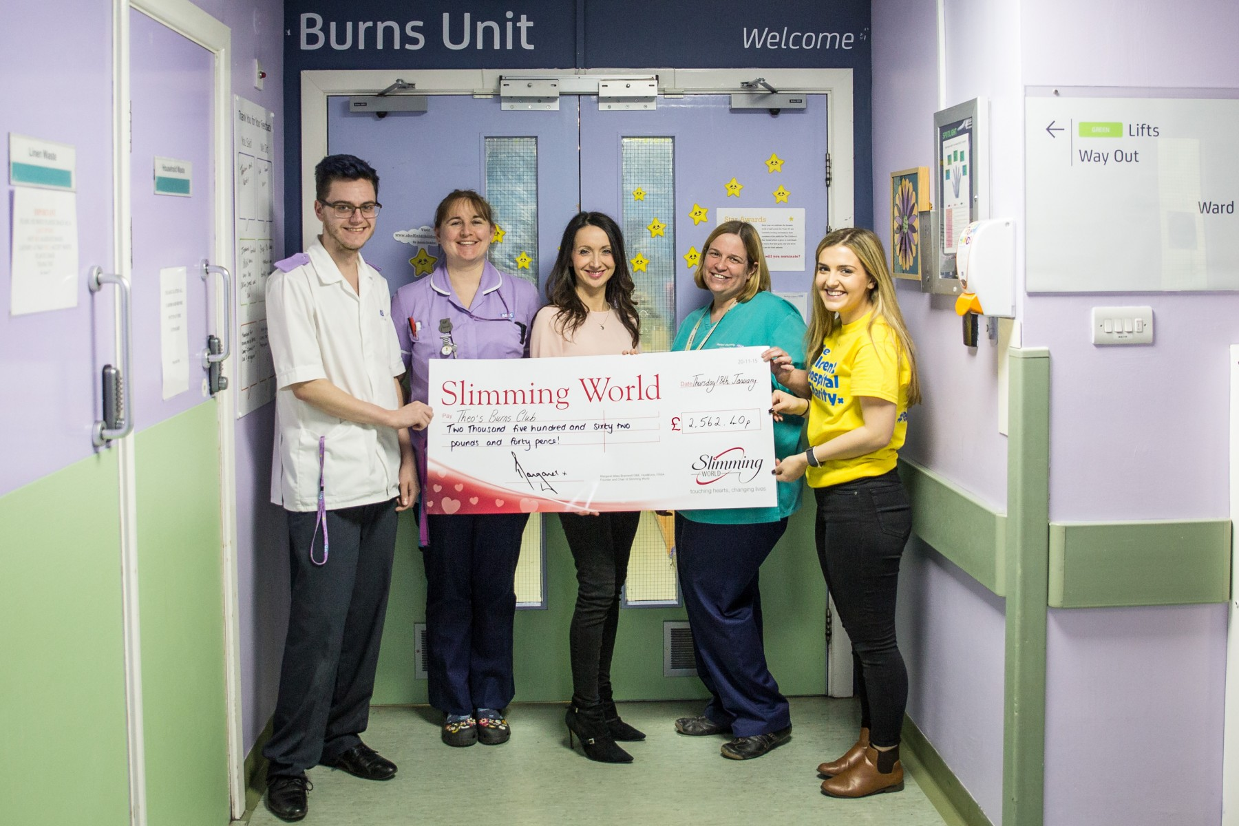 180119 Slimming World  present cheque to Burns Unit