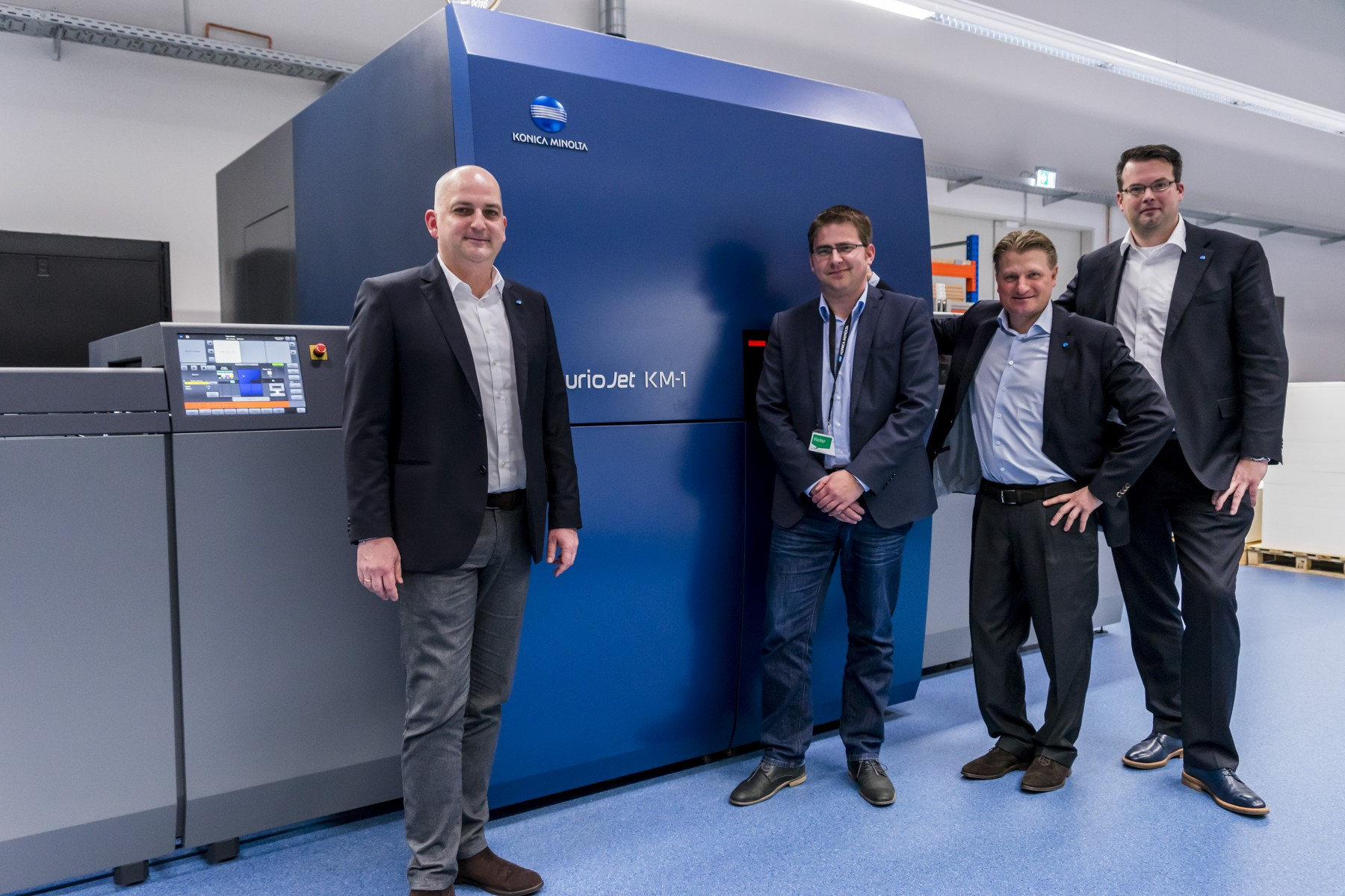 Christian Rittmoeller, Daniel Baier (Rehms Druck), Markus Neumann and Thorsten Kinnen (all Konica Minolta) in front of AccurioJet KM-1