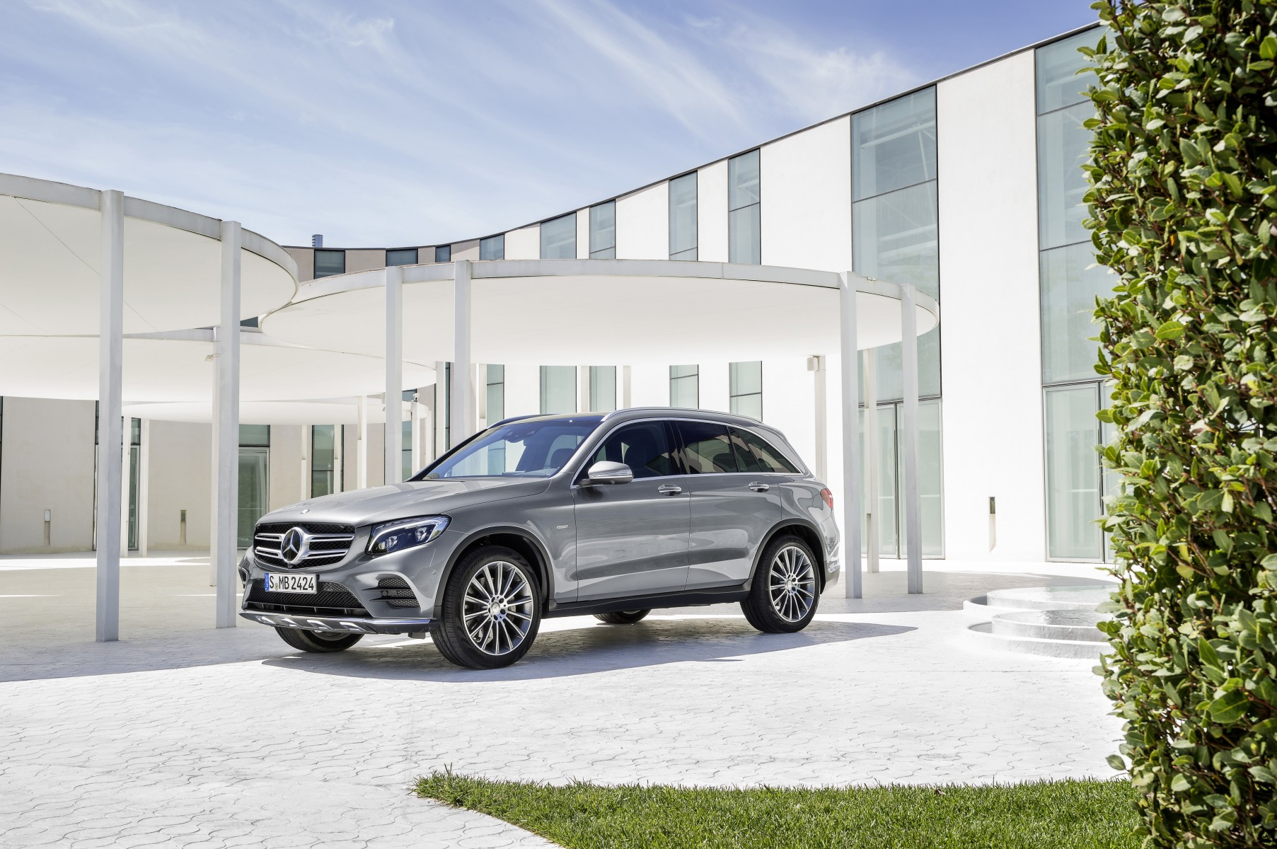 Mercedes-Benz GLC 350 e 4MATIC Edition 1, Selenite Grey, AMG Line, exterior