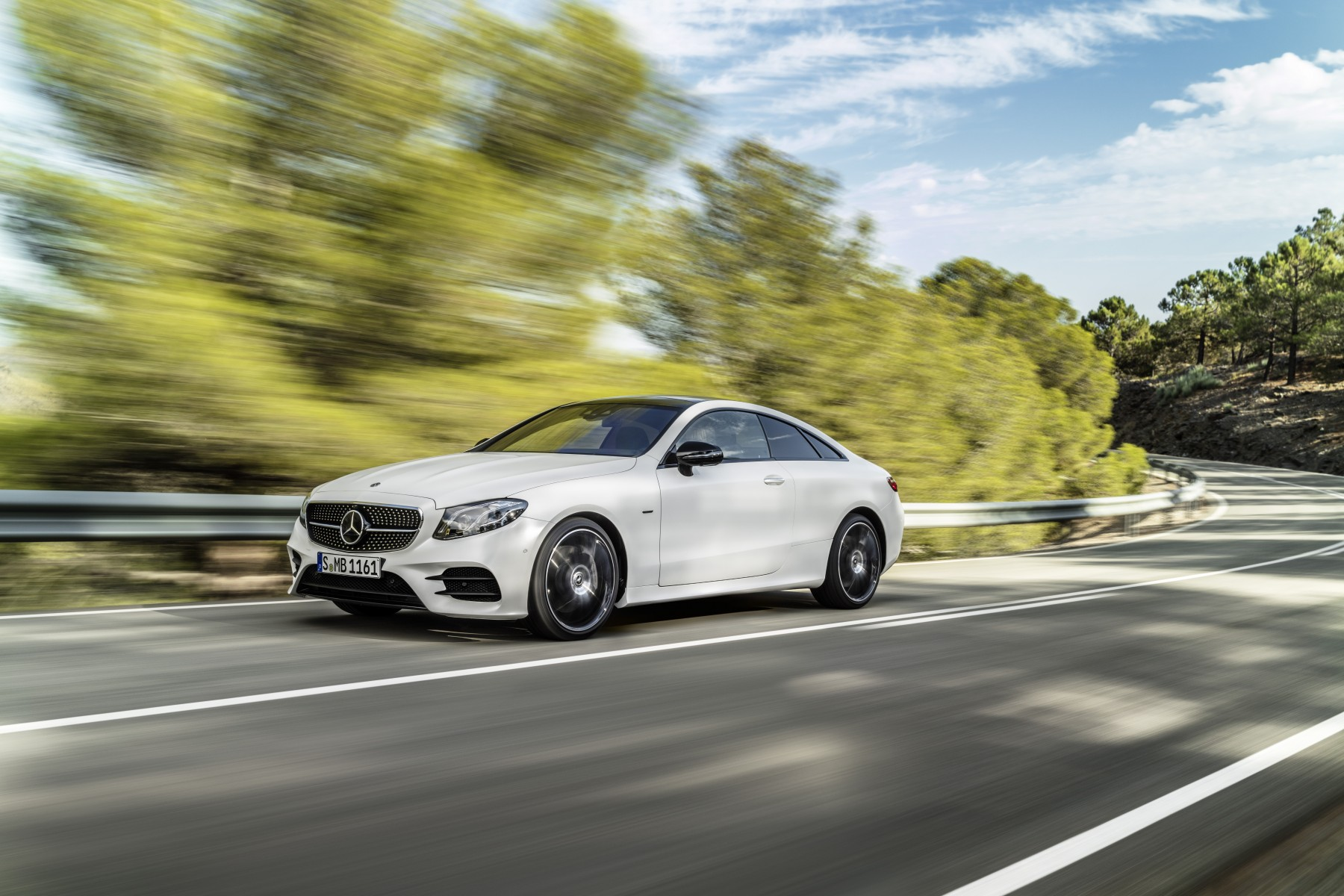 Mercedes-Benz E-Class Coupé; 2016; exterior: designo cashmir white magno, Edition 1, AMG Line, night package