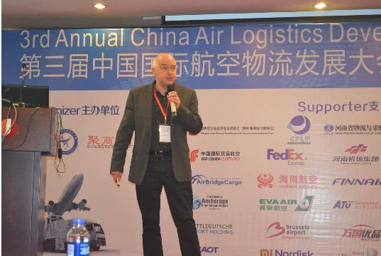 Giovanni Douven bij congres in China