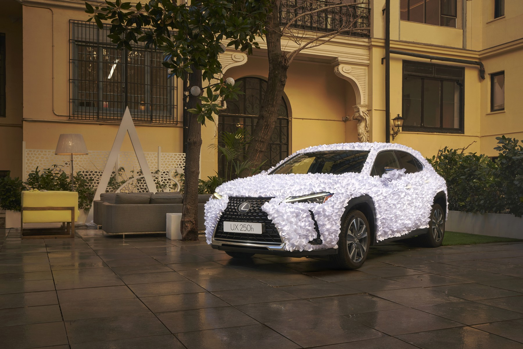 2021.01.18-Lexus-UX-Papel-1-Final_R_2