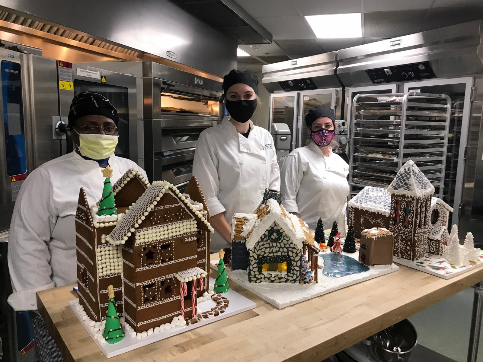 Gingerbread decorating group - other houses